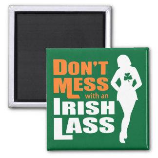 No ensucie con una muchacha irlandesa divertida imán cuadrado