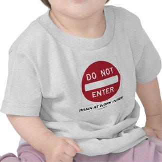 No entre en el cerebro en el interior del trabajo  camiseta