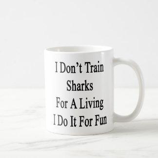 No entreno a los tiburones para una vida que la ha tazas de café