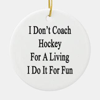 No entreno el hockey para una vida que la hago adorno navideño redondo de cerámica