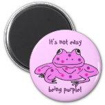 ¡No es el ser fácil púrpura! imán de la rana