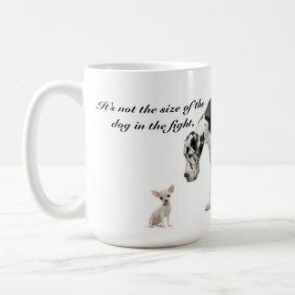 No es el tamaño del perro que las cuentas… taza clásica