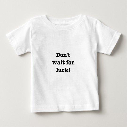 No espere la suerte playera de bebé