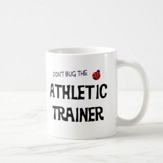 No fastidie la taza atlética del instructor