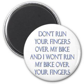 No funcione con sus dedos sobre mi bici y… imán de frigorífico