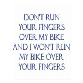 No funcione con sus dedos sobre mi bici y… postal