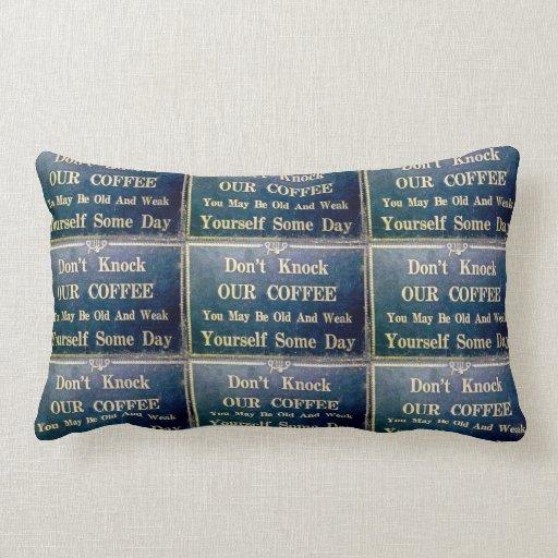 No golpee nuestro café que usted puede ser viejo y almohada