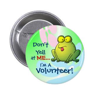 No grite en MÍ…  ¡Soy un voluntario! Pin Redondo De 2 Pulgadas