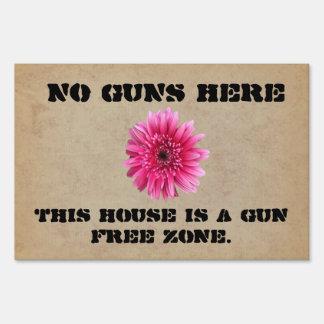 NO GUNS HERE YARD SIGN