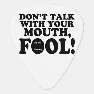 No hable con su tonto de la boca plectro