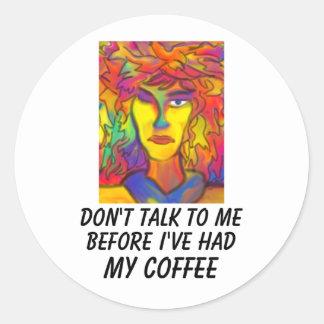 No hable conmigo antes de que haya tenido mi café pegatina redonda