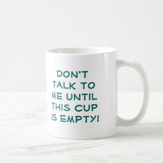 ¡No hable conmigo hasta que esta taza esté vacía!