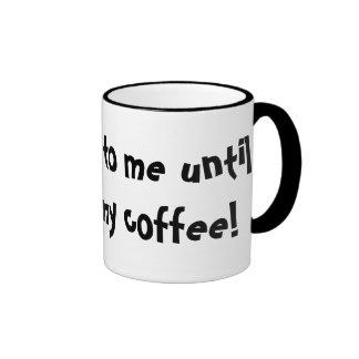 ¡No hable conmigo hasta que haya tenido mi café! Taza De Dos Colores