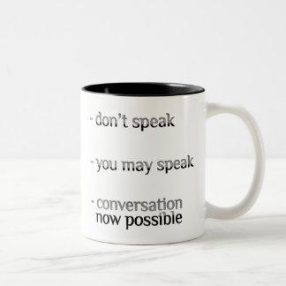 No hable la taza del Dos-Tono del adicto al café