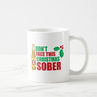 No haga frente este al navidad sobrio taza básica blanca
