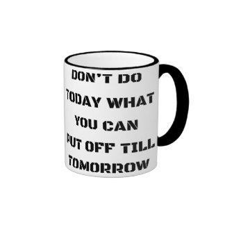 No haga hoy qué usted puede suspender hasta mañana taza de dos colores