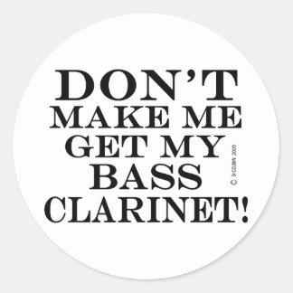 No haga que consigue mi clarinete bajo pegatina redonda