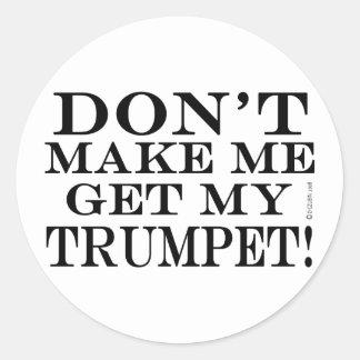 No haga que consigue mi trompeta pegatina redonda