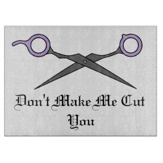 No haga que le corta - las tijeras púrpuras del tablas para cortar