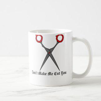 No haga que le corta (las tijeras rojas del corte taza básica blanca