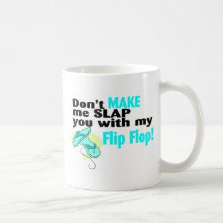 No haga que le da una palmada con mi flip-flop taza básica blanca