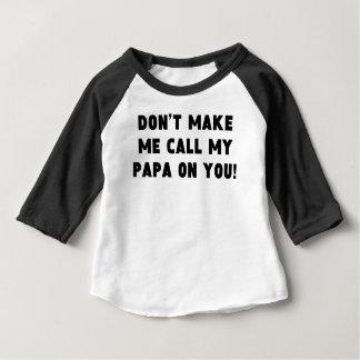 No haga que llama a mi papá en usted playera de bebé