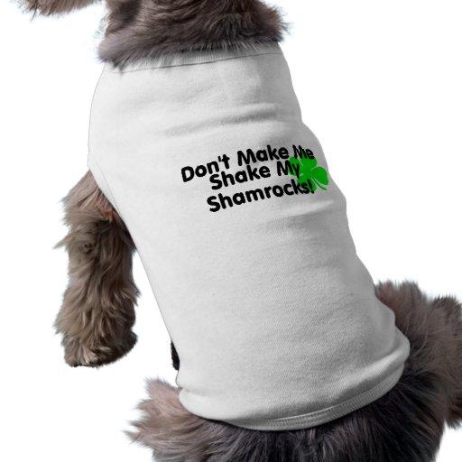 No haga que sacude mis tréboles playera sin mangas para perro