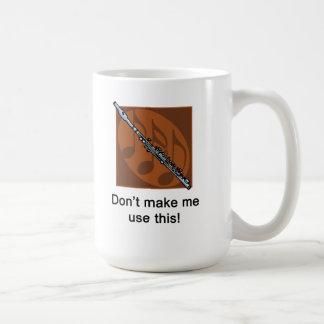 No haga que utiliza esto (el flautín) taza básica blanca