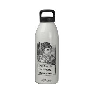 No haga que utiliza mi voz de la ópera botella de agua