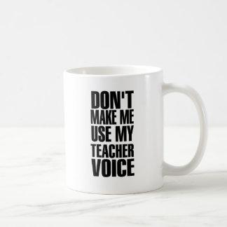 No haga que utiliza mi voz del profesor (el negro) taza clásica