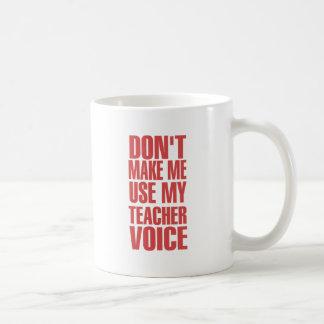 No haga que utiliza mi voz del profesor (roja) taza clásica