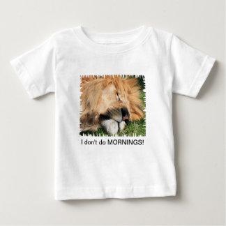 No hago la camiseta del niño del león el dormir de playeras