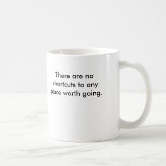 No hay atajos a ningún lugar digno de ir taza de café
