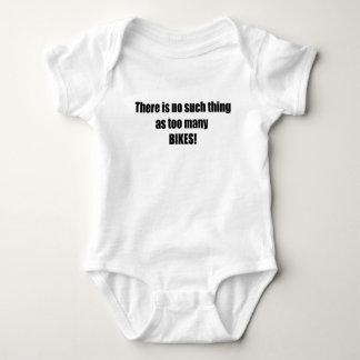 No hay cosa tal como demasiadas bicis mameluco de bebé