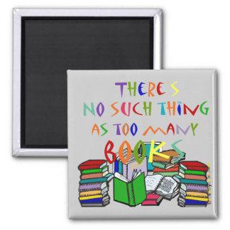 No hay cosa tal como demasiados libros imán cuadrado