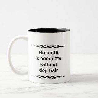 No hay equipo completo sin el pelo de perro taza de dos tonos
