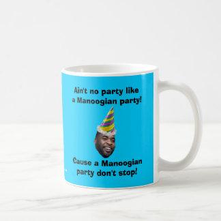¡No hay fiesta como un fiesta de Manoogian! Taza