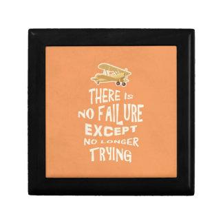 No hay fracaso a menos que no más el intentar cite cajas de regalo