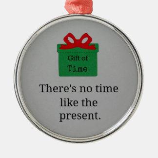 No hay hora como el presente adorno navideño redondo de metal