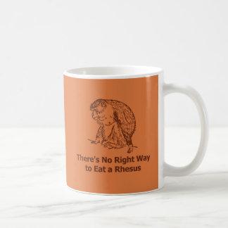 No hay manera correcta de comer un macaco de la taza