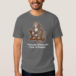 No hay manera incorrecta de comer un macaco de la  playeras