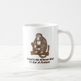 No hay manera incorrecta de comer un macaco de la taza