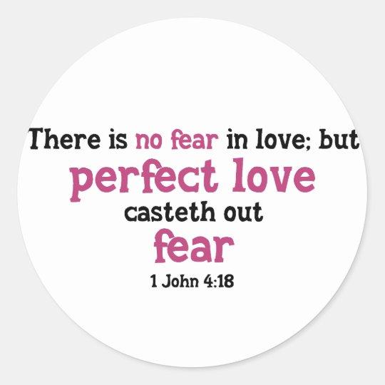 No hay miedo en amor pegatina redonda