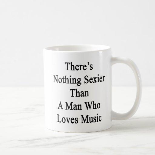 No hay nada más atractivo que un hombre que ame mú tazas de café