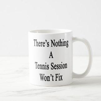 No hay nada que una sesión del tenis no fijará taza de café