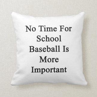 No hay tiempo para el béisbol de la escuela más almohadas