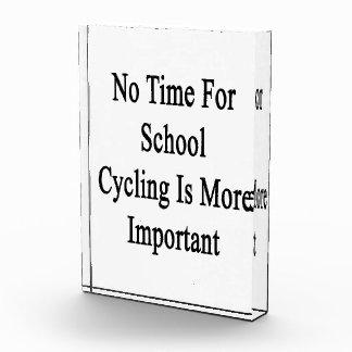 No hay tiempo para el ciclo de la escuela más