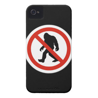 NO HUNTING BIGFOOT Case-Mate iPhone 4 CASE