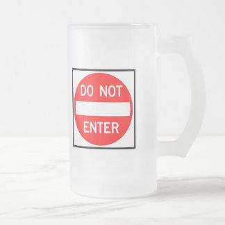 No incorpore la muestra de la carretera jarra de cerveza esmerilada