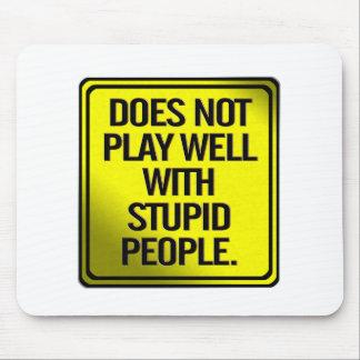 No juega bien con la gente estúpida mousepad